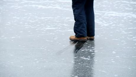 Niebezpieczny lód. Ratownicy apelują o rozwagę i… cierpliwość