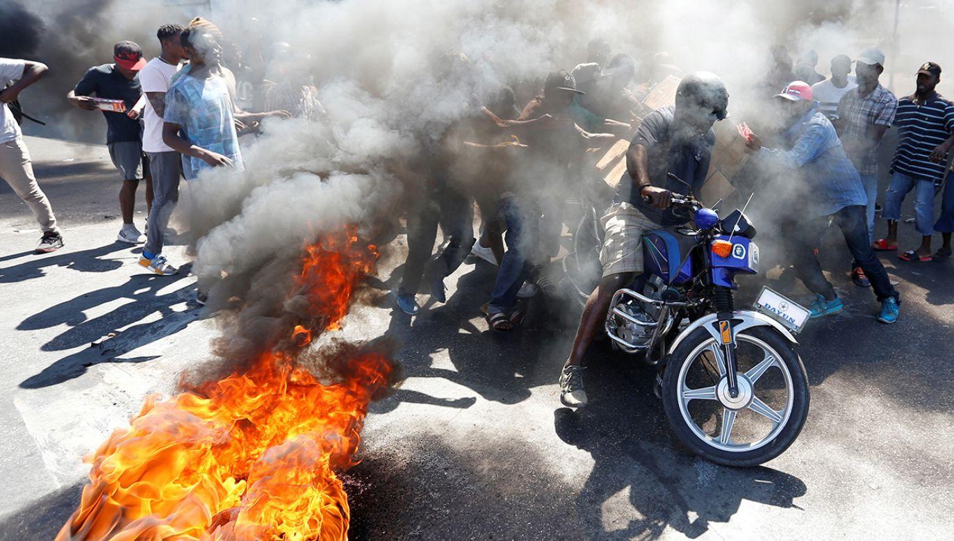 Od 7 lutego na Haiti organizowane są antyrządowe protesty – dochodzi do starć pomiędzy siłami rządowymi a demonstrantami (fot. REUTERS/Jeanty Junior Augustin)