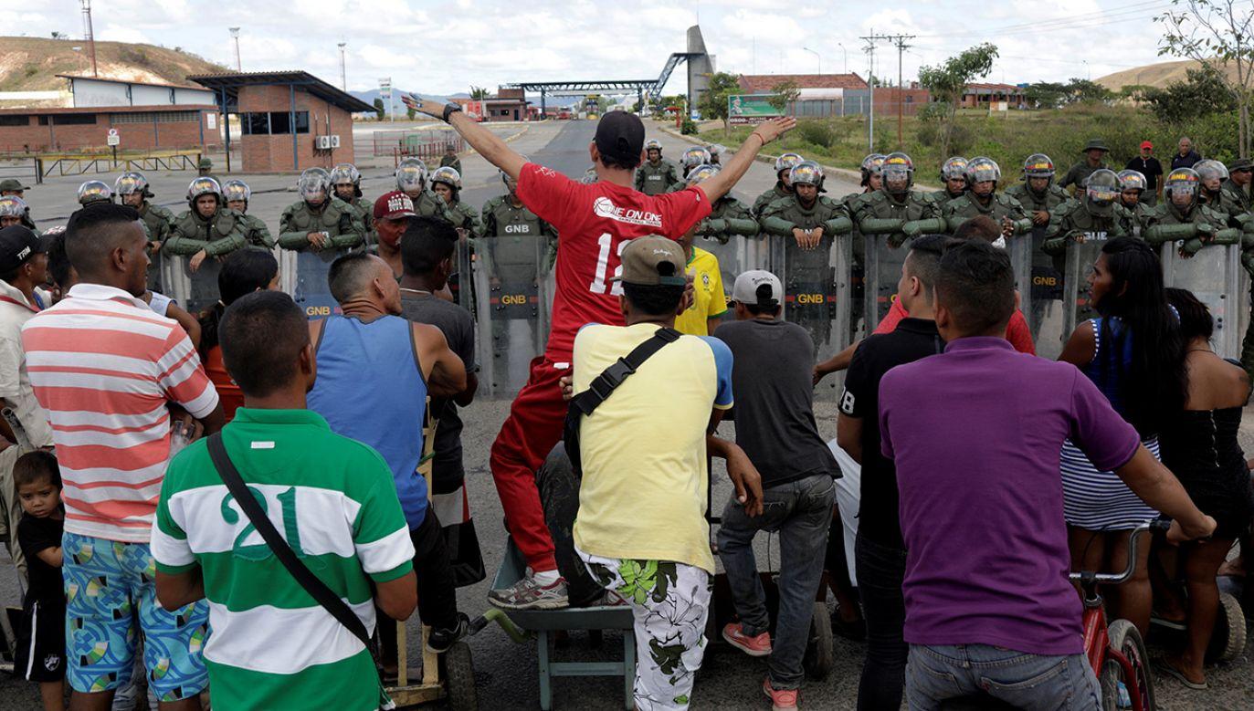 Granica została zamknięta przez dotychczasowego prezydenta Wenezueli Nicolasa Maduro (fot. REUTERS/Ricardo Moraes)