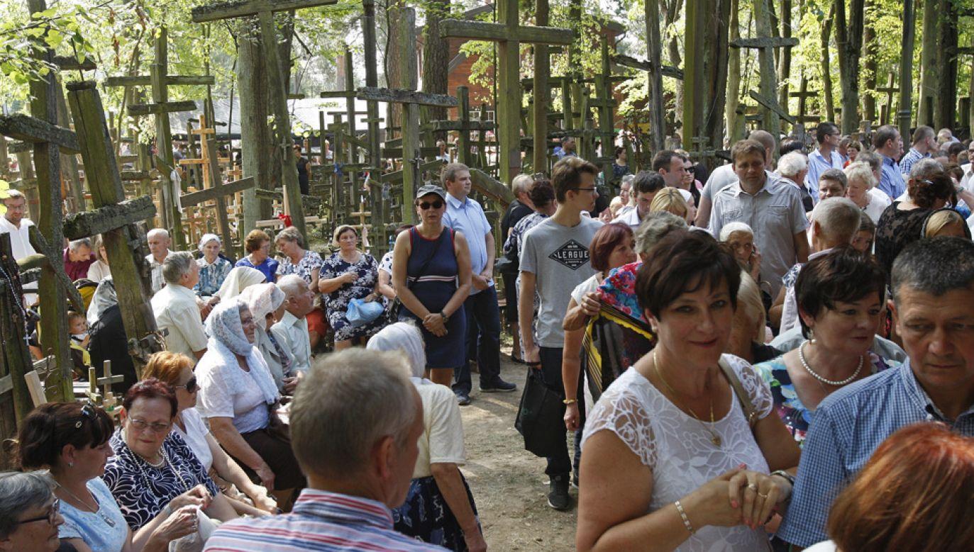 Według szacunków policji, w uroczystościach bierze udział ok. 10 tys. osób (fot. arch. PAP/Artur Reszko)