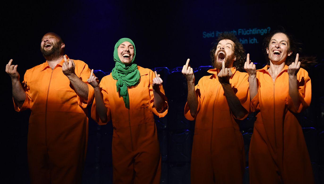 """""""Nasza przemoc, wasza przemoc"""" została pokazana w ramach trwającego w Brnie festiwalu """"Świat teatru""""(fot. Wiener-Festwochen/Alexi-Pelekanos)"""
