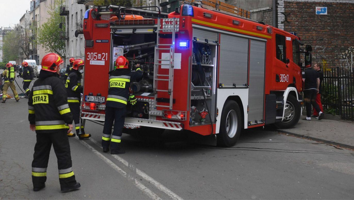 Na miejsce przyjechało 22 strażaków (fot. PAP/Radek Pietruszka)