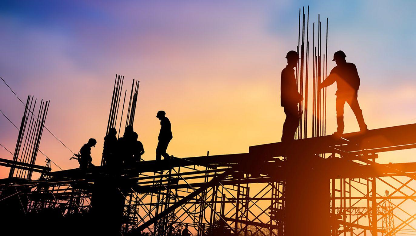 Polacy oceniają, że gospodarka się rozwija i z optymizmem patrzą w przyszłość – wynika z sondażu (fot. Shutterstock/yuttana Contributor Studio)