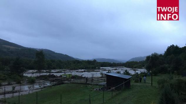 W przypadku kolejnych opadów mieszkańcy będą musieli opuścić swoje domy, gdyż istnieje ryzyko podtopienia i zalania budynków (fot. Twoje Info)