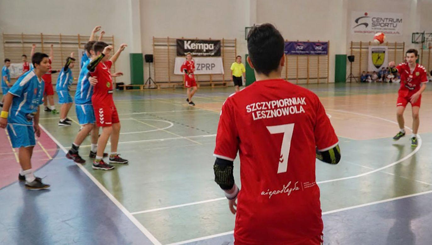Podwarszawski  klub UKS Szczypiorniak  Lesznowola zdobył dużą popularność, organizując ostatnio prestiżowy turniej Piłka Ręczna Uzależnia (fot. Anna Niezabitowska)