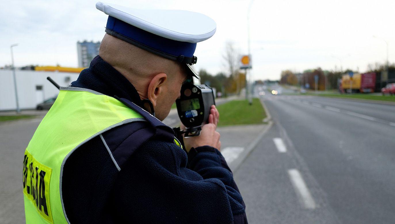 Policjant przekroczył prędkość o 60 km/h (fot. arch. PAP/Darek Delmanowicz)