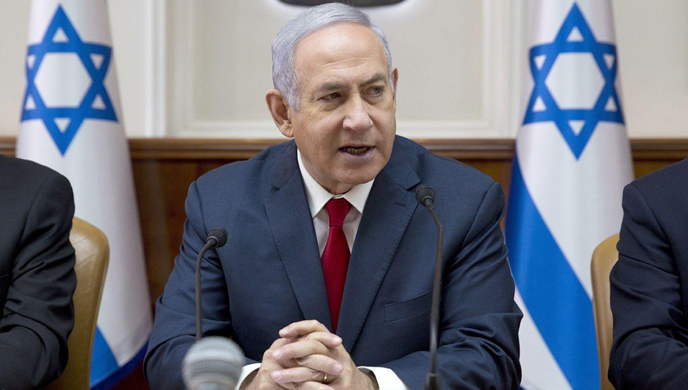 """Premier Izraela Benjamin Netanjahu zrezygnował z pełnienia funkcji szefa izraelskiej dyplomacji po skandalu związanym z jego wypowiedzią, błędnie zacytowaną przez gazetę """"Jerusalem Post"""" (fot. PAP/EPA/Sebastian Scheiner)"""
