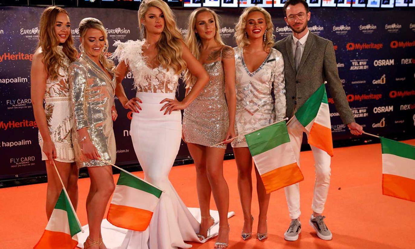 """Sarah McTernan z Irlandii na """"Pomarańczowym dywanie"""" podczas ceremonii otwarcia Konkursu Piosenki Eurowizji 2019 w Tel Awiwie (fot. REUTERS/Amir Cohen)"""