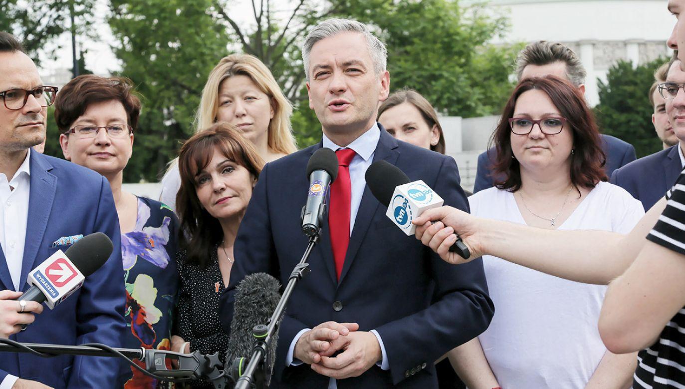 Na początku czerwca Biedroń powiedział, że Wiosna chce uczestniczyć w budowaniu wspólnej opozycyjnej koalicji do Senatu (fot. PAP/Wojciech Olkuśnik)