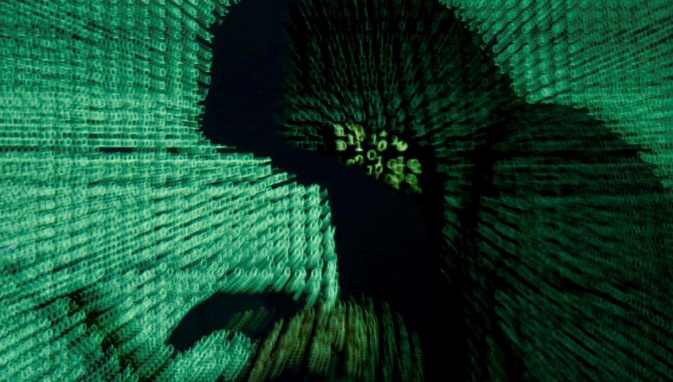 """54,5 proc. firm doświadczyło cyberataku, ale tylko 33,6 proc. ocenia swój poziom zabezpieczeń jako prawidłowy. Tak wynika z raportu """"Cyberbezpieczeństwo polskich firm 2018"""" (fot. REUTERS/Kacper Pempel/Illustration)"""