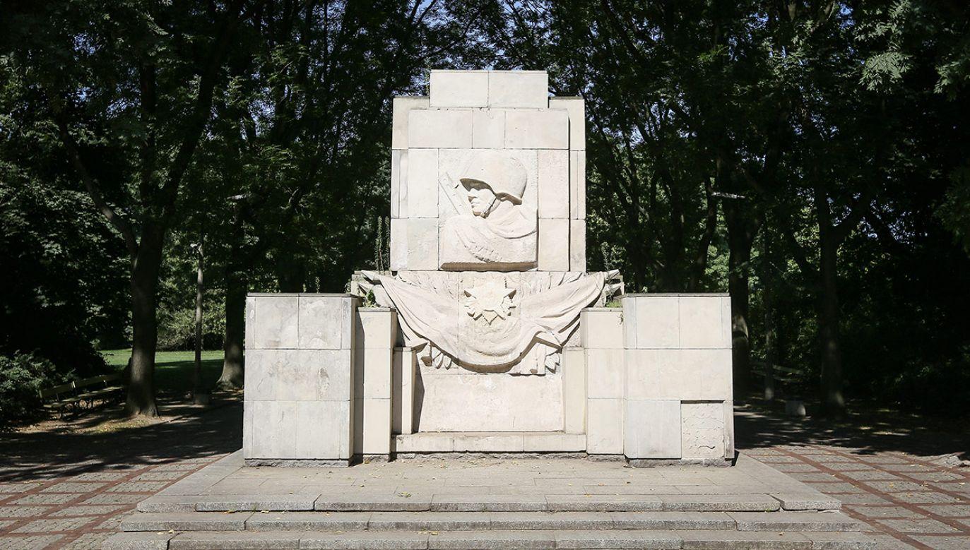 Elementy pomnika mają trafić do muzeum w Podborsku (fot. arch. PAP/Paweł Supernak)