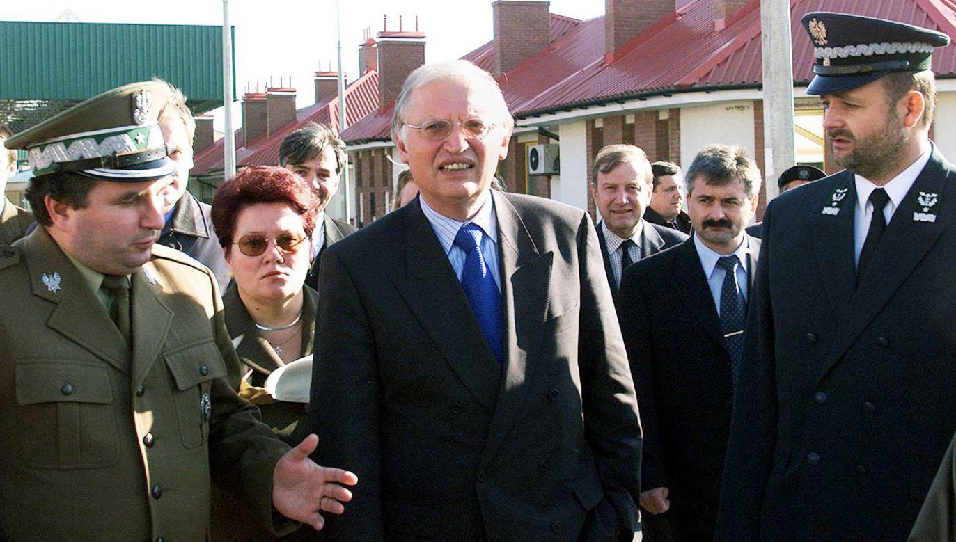 """Verheugen życzyłby sobie, """"żeby Polska stała się w Unii promotorem jedności i wspólnego działania"""" (fot. PAP/EPA/JANEK SKARZYNSKI)"""