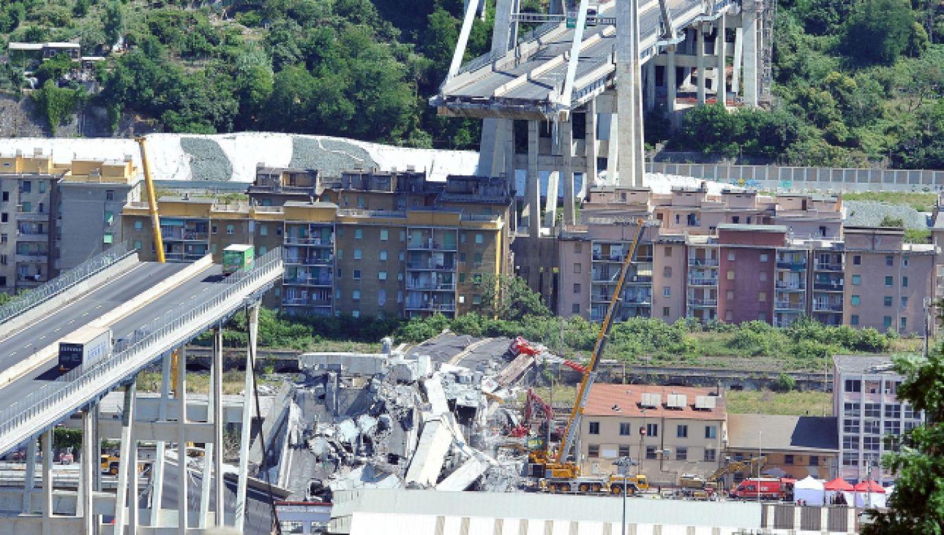 W katastrofie zginęło co najmniej 39 osób, a 16 zostało rannych, w tym większość ciężko (fot. PAP/EPA/Alessandro Di Marco)