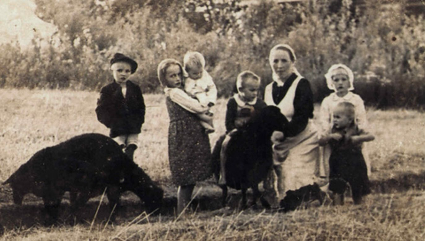 Wiktoria Ulma z dziećmi (fot. domena publiczna)