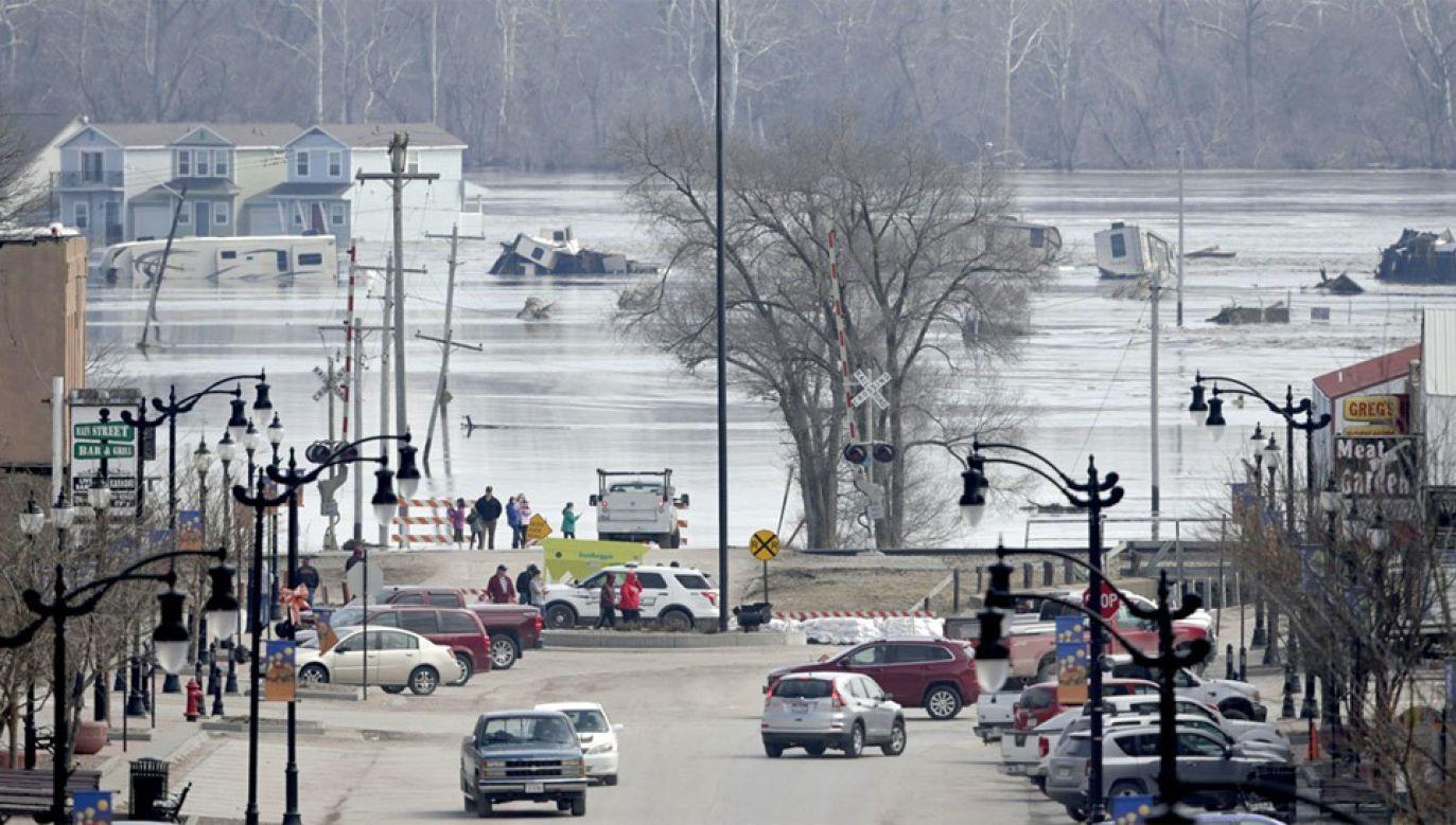 Stan alarmowy ogłosiły 64 hrabstwa (fot. The Atlantic)
