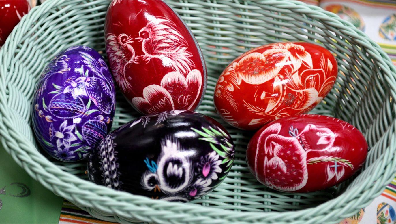 Pięknie dekorowane jaja od wieków zdobią polskie stoły podczas Świąt Wielkanocnych (fot. PAP/Darek Delmanowicz)