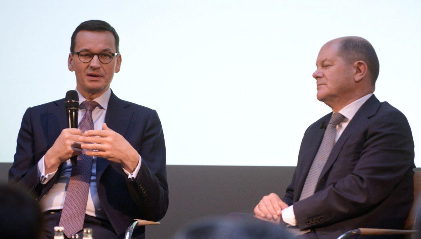 Premier Morawiecki wraz z m.in. wicekanclerzem Niemiec Olafem Scholzem (P) wziął udział w konferencji poświęconej przyszłości relacji transatlantyckich (fot. PAP/Jakub Kamiński)