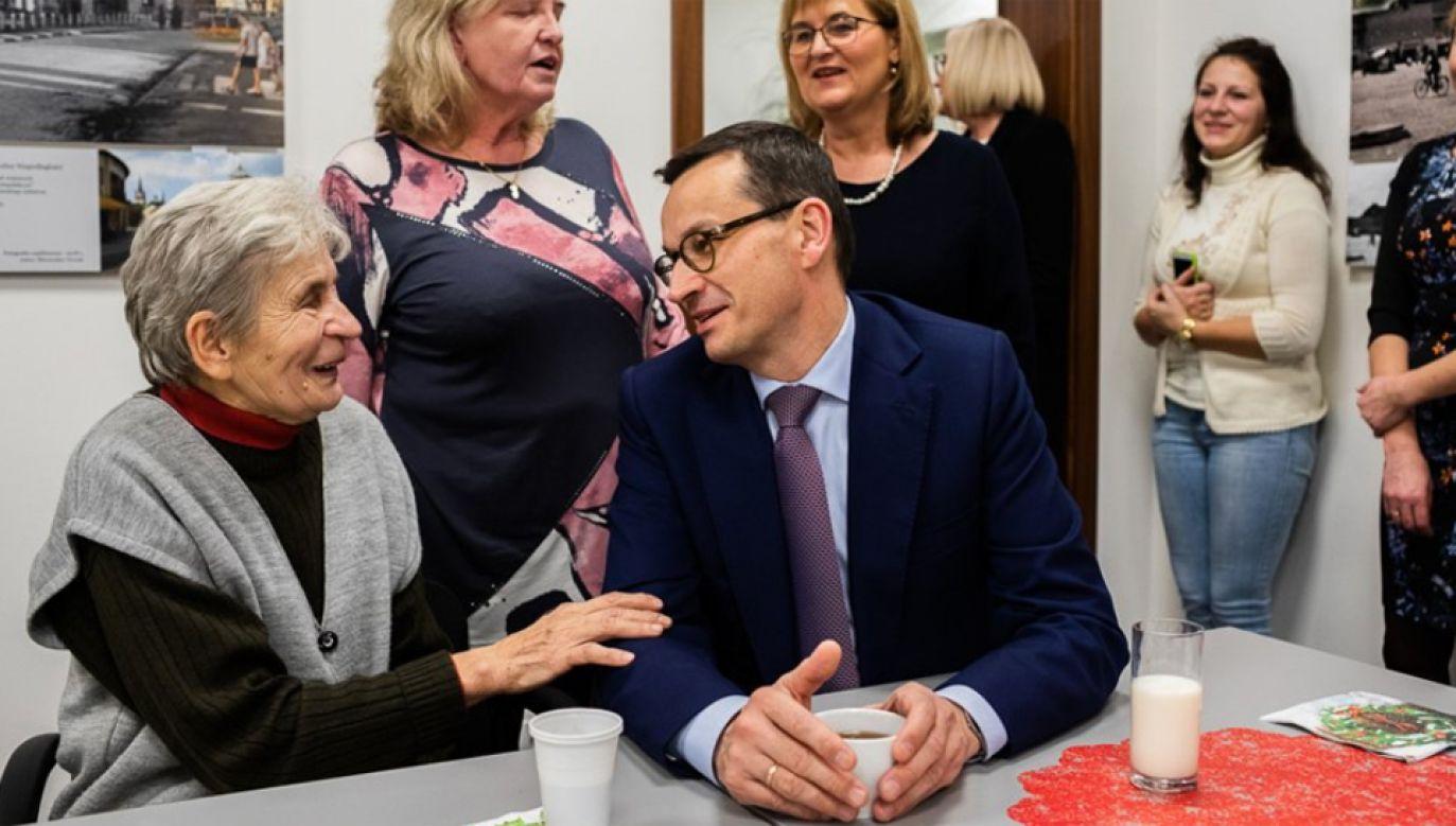 Premier spotkał się z seniorami podczas wigilii w Myślenicach (fot. KPRM/Adam Guz)