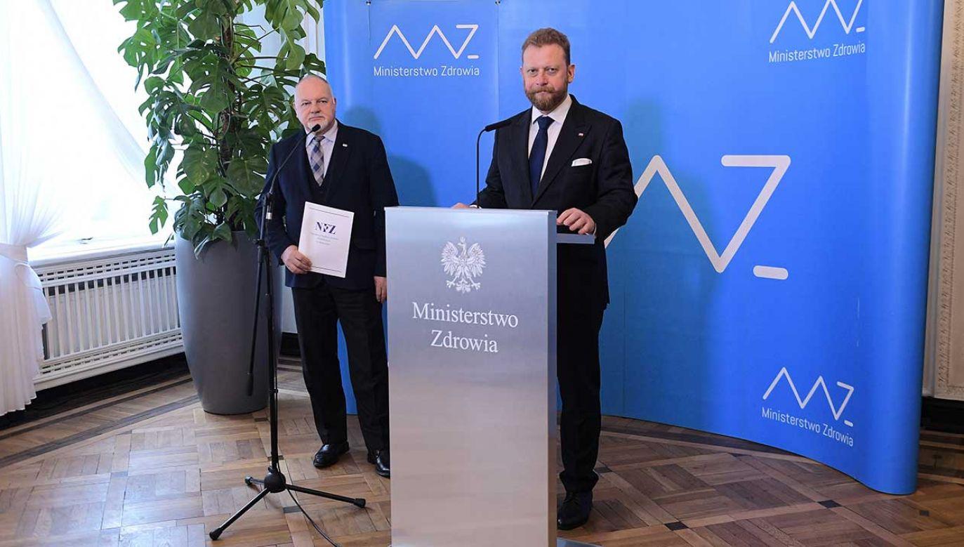 Minister zdrowia Łukasz Szumowski i prezes Narodowego Funduszu Zdrowia Andrzej Jacyna (fot. PAP/Marcin Obara)