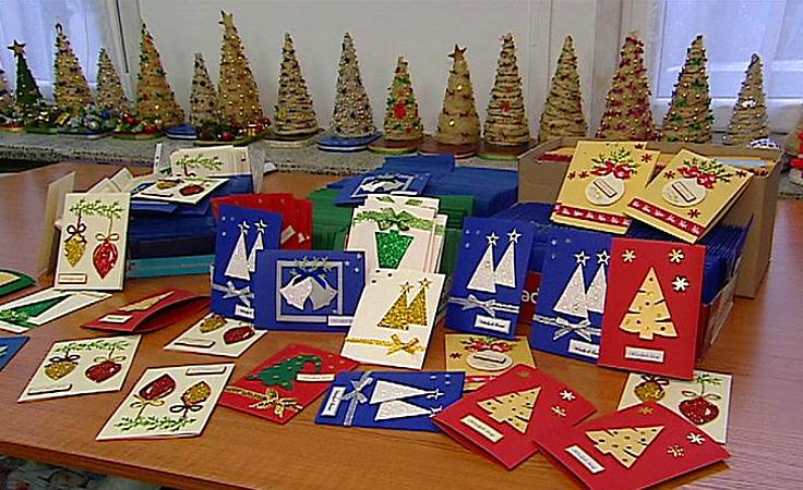 Niepełnosprawni tworzą świąteczne ozdoby