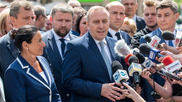 Politycy PO zorganizowali konferencję prasową we Wrocławiu (fot. PAP/Maciej Kulczyński)