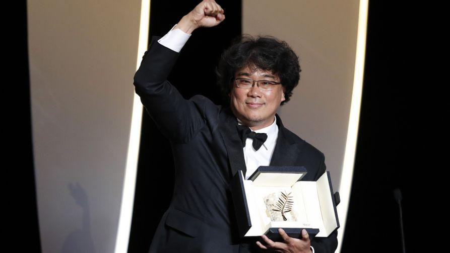 """""""Parasite"""" w reż. Bonga Joon-Ho otrzymał Złotą Palmę 72. Międzynarodowego Festiwalu Filmowego w Cannes (fot. PAP/ EPA/GUILLAUME HORCAJUELO)"""