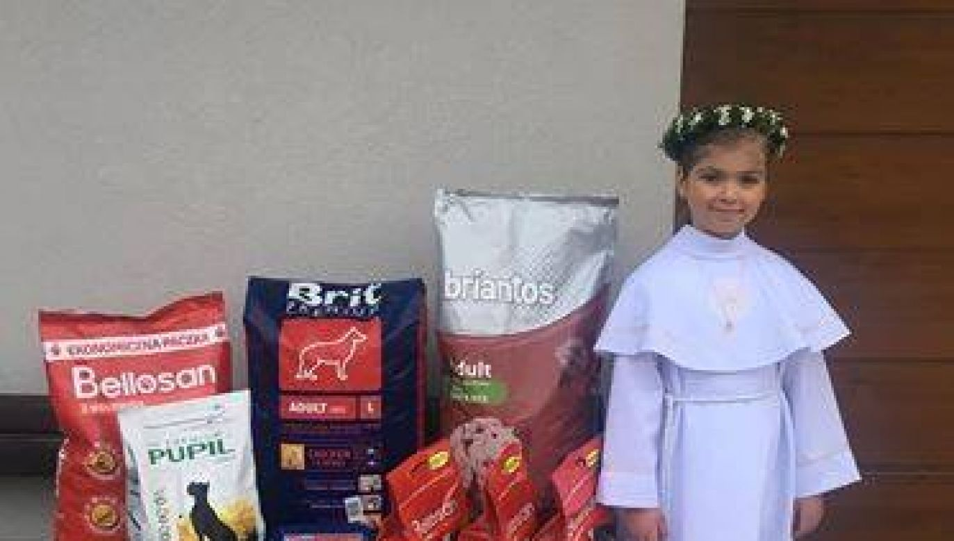 A preteen girl has asked loved ones to donate dog food instead of flowers for her first  communion.Photo:Facebook/Schronisko Ostrów
