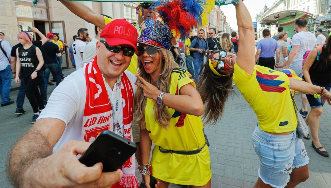 Kibice Polski i Panamy przed meczem w Kazaniu (fot.  PAP/EPA/SERGEY DOLZHENKO)