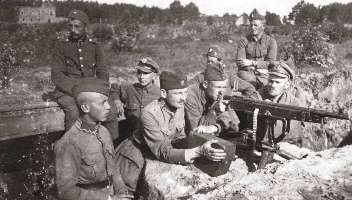 Polish soldiers defending Warsaw with a machine gun. Photo: Public Domain/Wikimedia Commons
