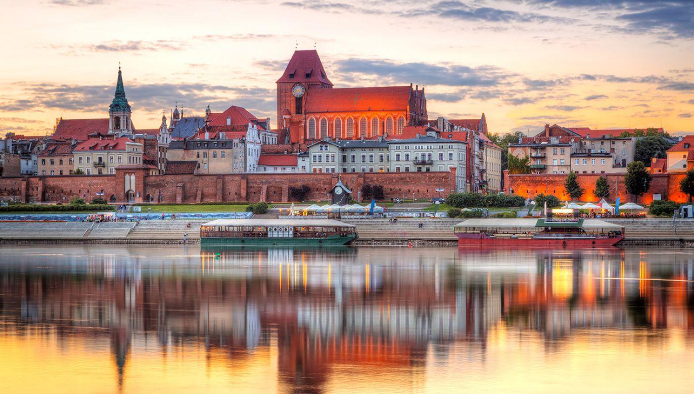 Tomasz Lenz powiedział, że Toruń dokłada się do rocznic Radia Maryja (fot. Shutterstock/Patryk Kosmider)