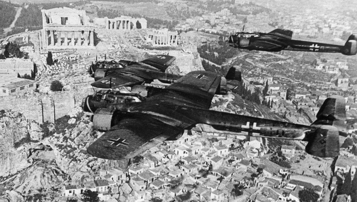 Bombowce Luftwaffe nad Atenami w 1942 (fot. Galerie Bilderwelt/Getty Images)