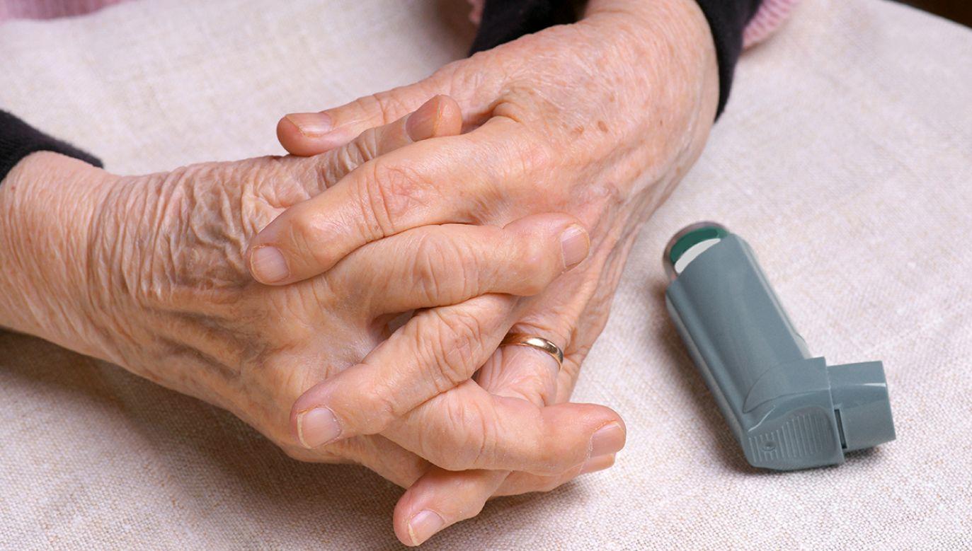 Projekt nowego rozporządzenia przynosi zmiany m.in. w leczeniu astmy i przewlekłej obturacyjnej choroby płuc (fot. Shutterstock/ Volodymyr Baleha)