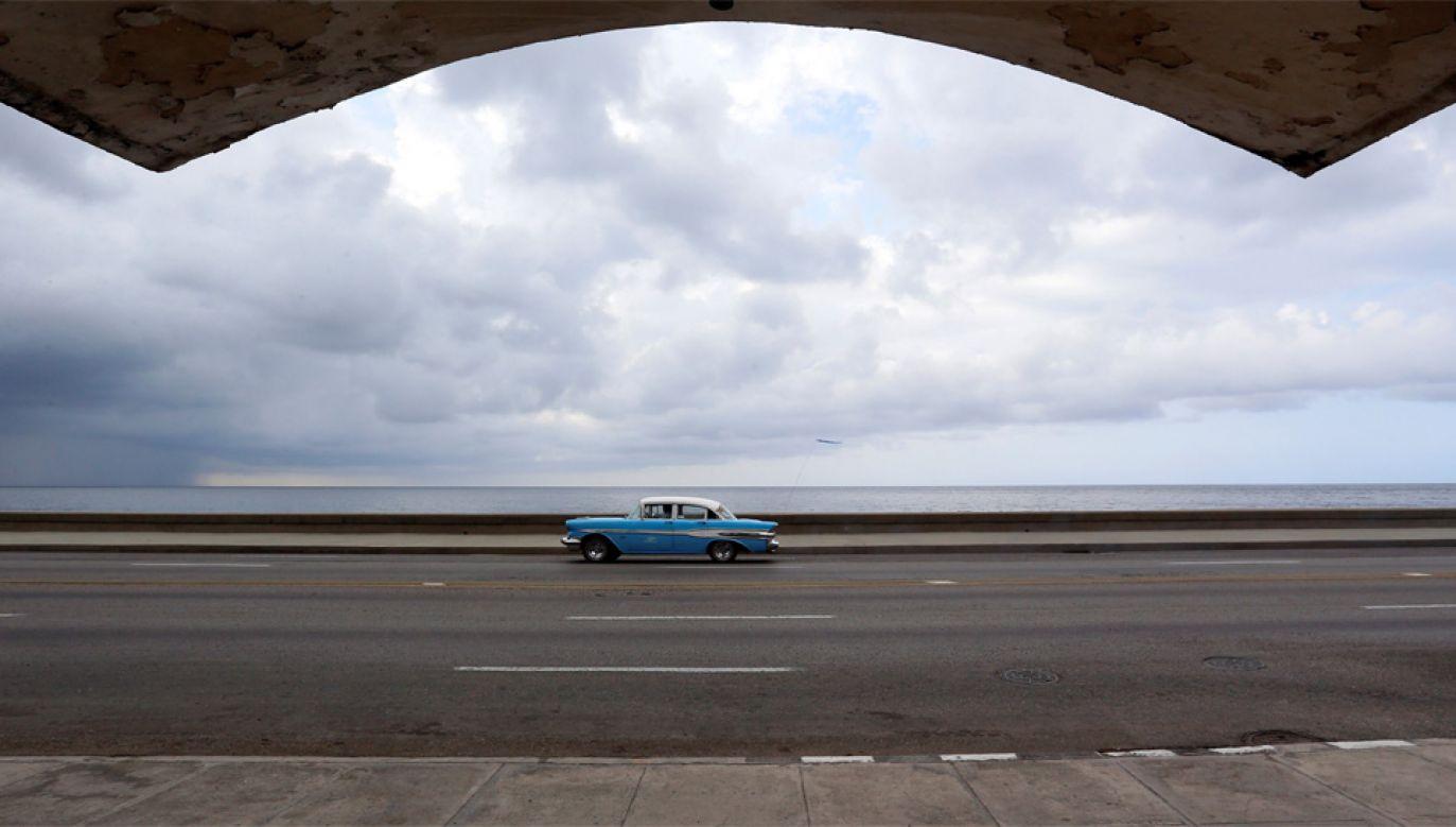 Kuba zmaga się z permanentnym kryzysem gospodarczym (fot. PAP/EPA/Ernesto Mastrascusa)
