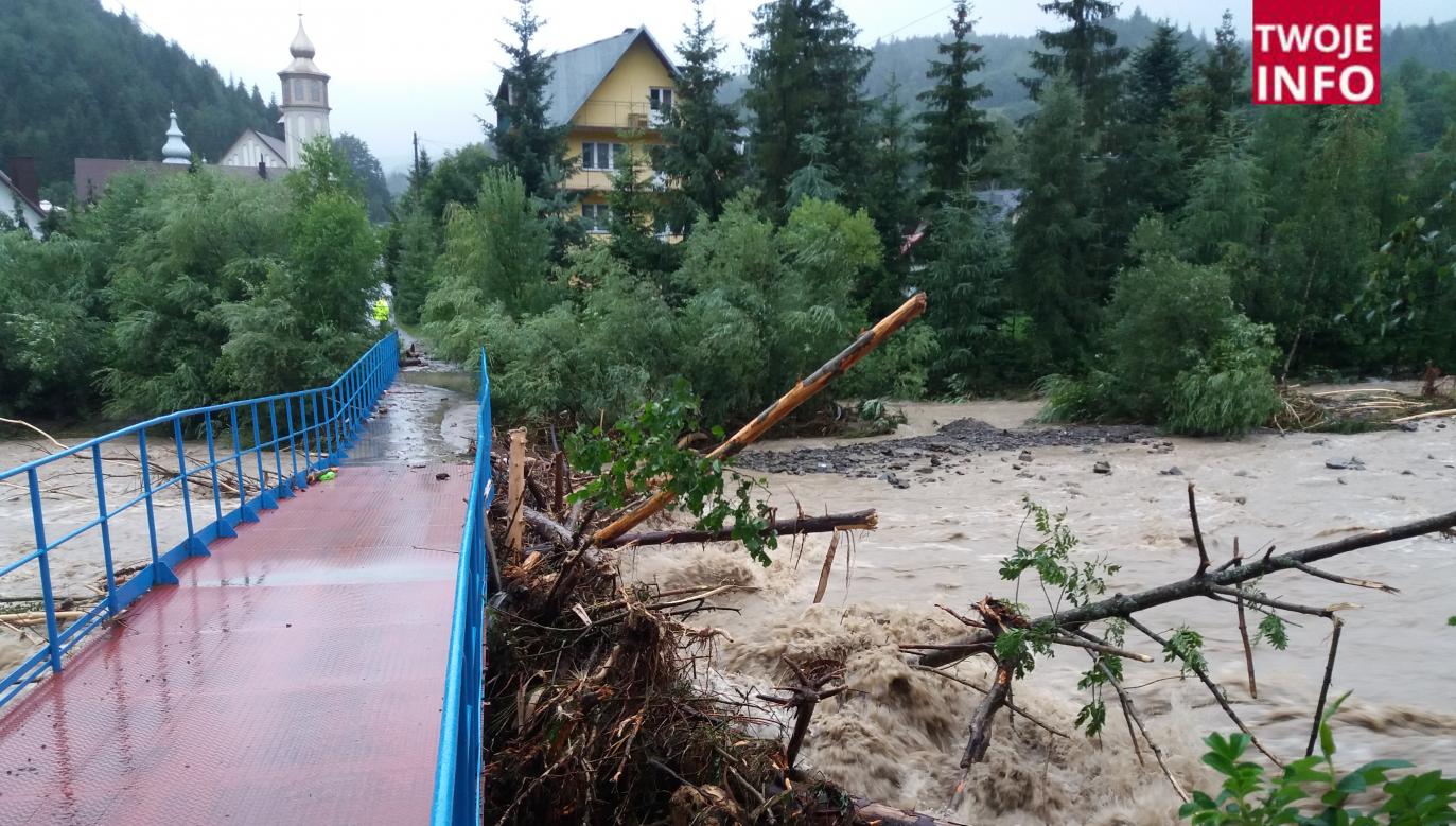 Wezbrana rzeka Kamienica w Szczawie (fot. Twoje Info)