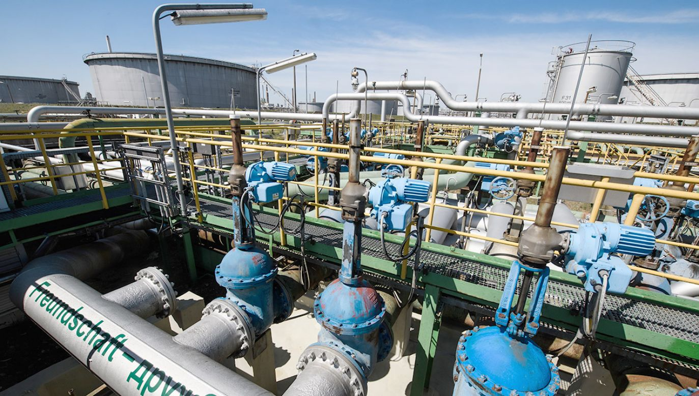 Zanieczyszczonej ropy nie da się cofnąć do Rosji, trzeba ją oczyścić na miejscu (fot. PAP/EPA/CLEMENS BILAN )
