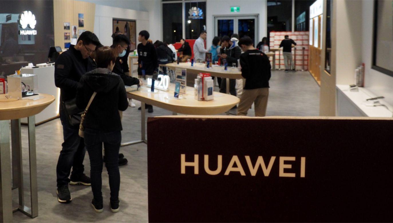 Firma Huawei jest podejrzana o szpiegostwo handlowe (fot. PAP/EPA/DAVID CHANG)