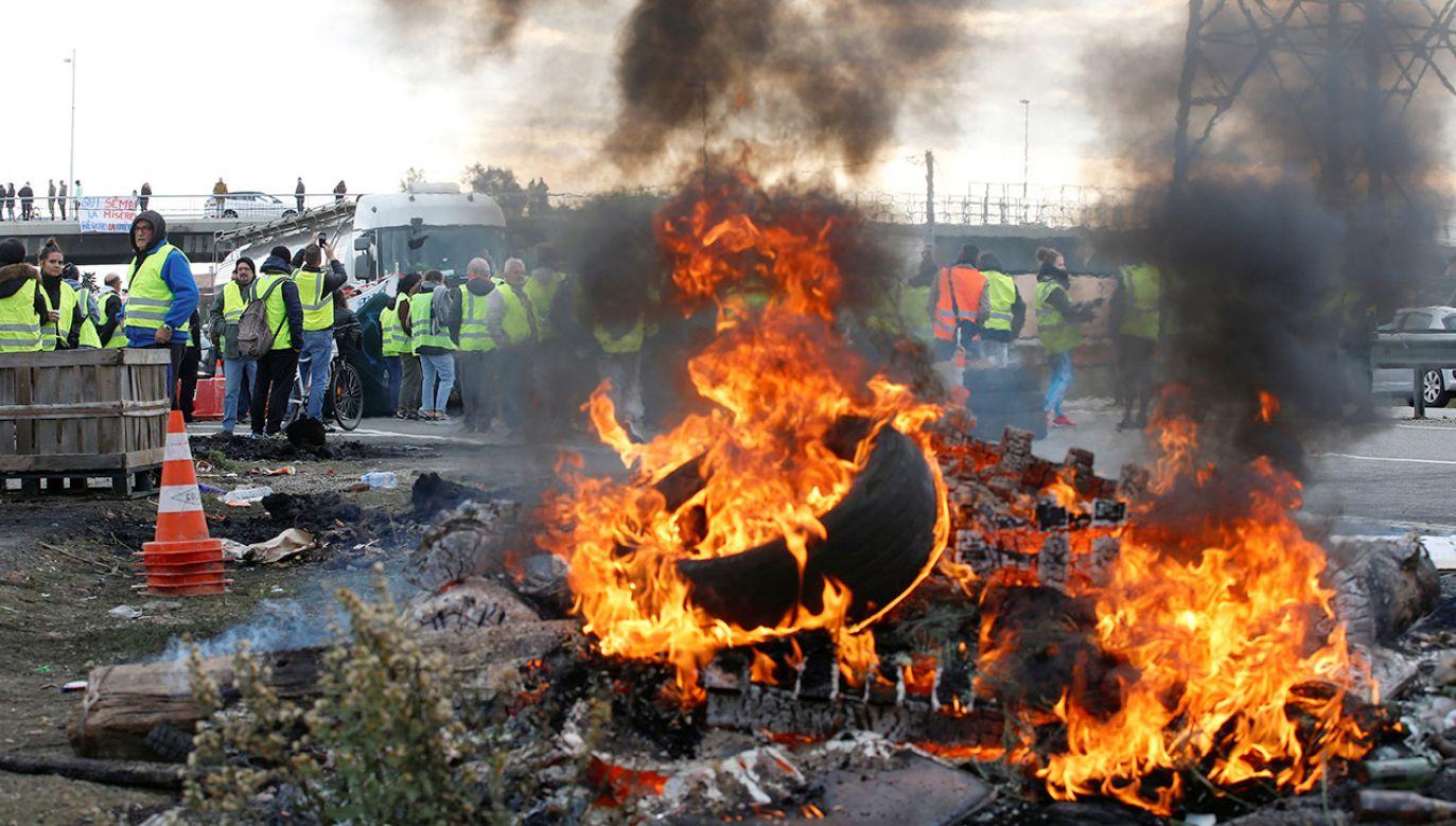Protesty we Francji trwają od soboty (fot. REUTERS/Jean-Paul Pelissier)