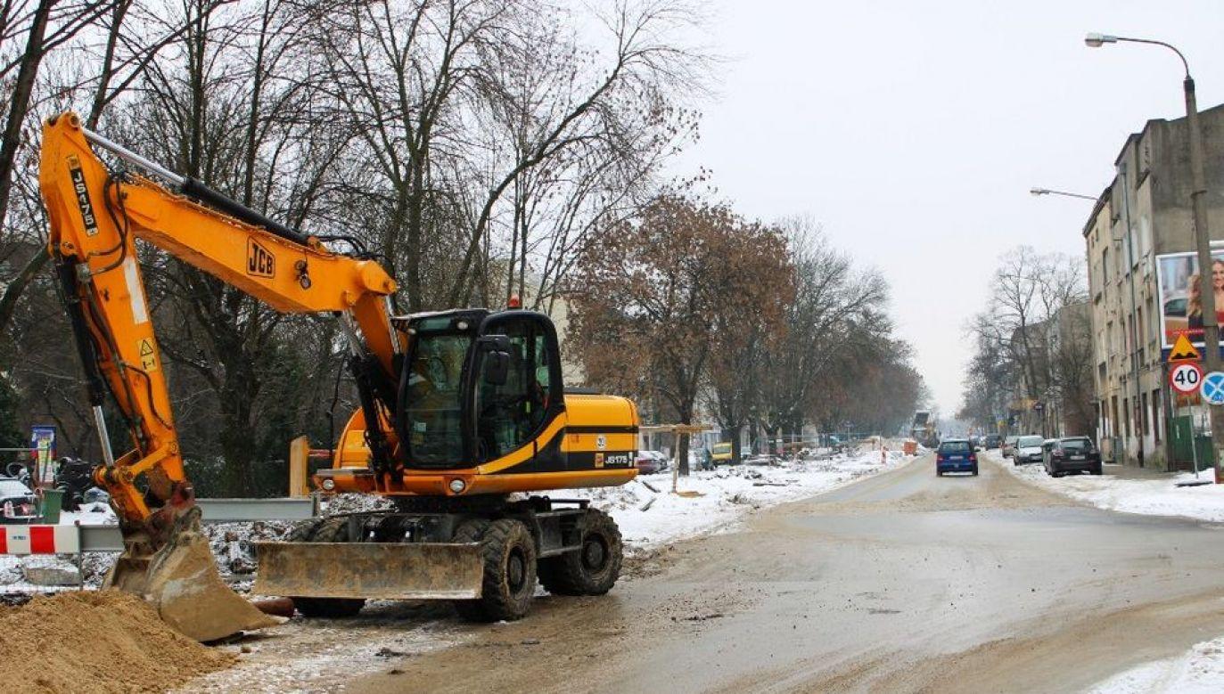 Mimo zimy trwa remont ulicy Dąbrowskiego fot. UMŁ