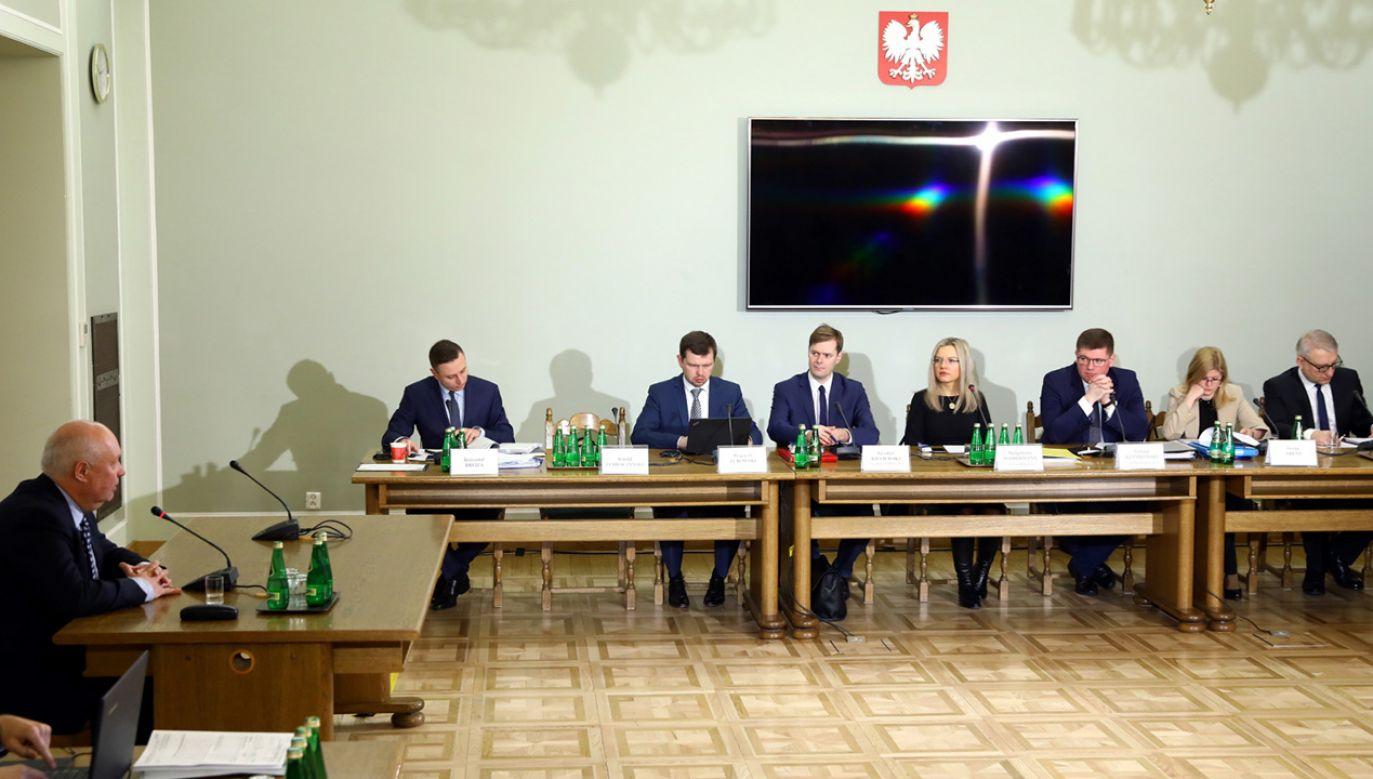 Były Prokurator Okręgowy w Gdańsku Dariusz Różycki zeznaje przed sejmową Komisja śledczą ds. Amber Gold (fot. PAP/Rafał Guz)