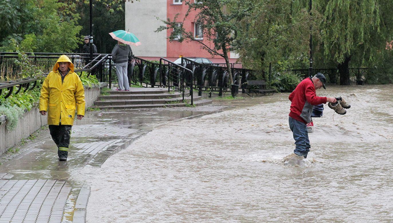 W czwartek może spaść nawet do 60 mm deszczu (fot. PAP/Jacek Turczyk)