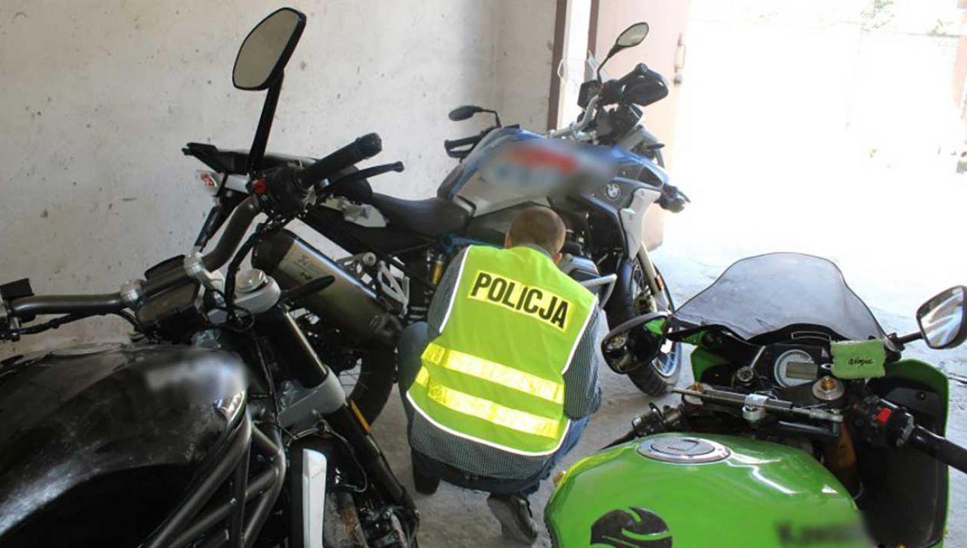 Grupa wyspecjalizowała się w motorach, choć z garaży zabierali także inne fanty (fot. lodzka.policja.gov.pl)