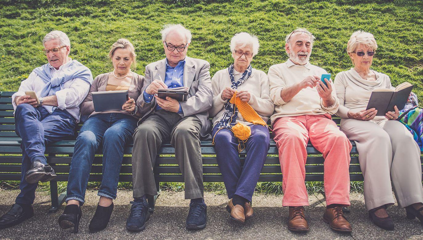 60 lat dla kobiet i 65 dla mężczyzn przywróciła reforma emerytalna (fot. Shutterstock/oneinchpunch)