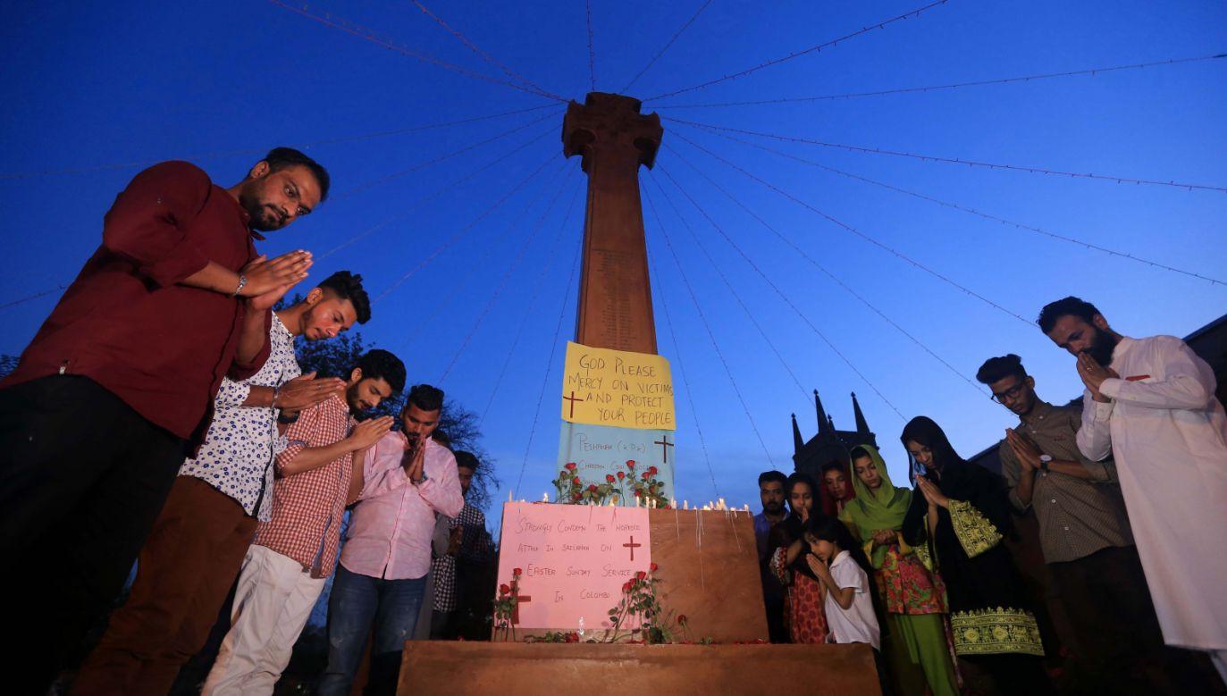 W zamachach na Sri Lance zginęło ponad 200 osób; znaczna część z nich podczas wielkanocnych nabożeństw (fot. PAP/EPA/ARSHAD ARBAB)