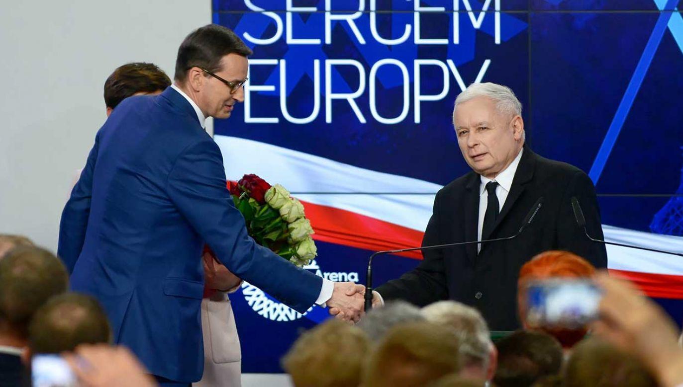 Prezes PiS Jarosław Kaczyński i premier Mateusz Morawiecki w sztabie wyborczym Prawa i Sprawiedliwości w Warszawie (fot. PAP/Jakub Kamiński)