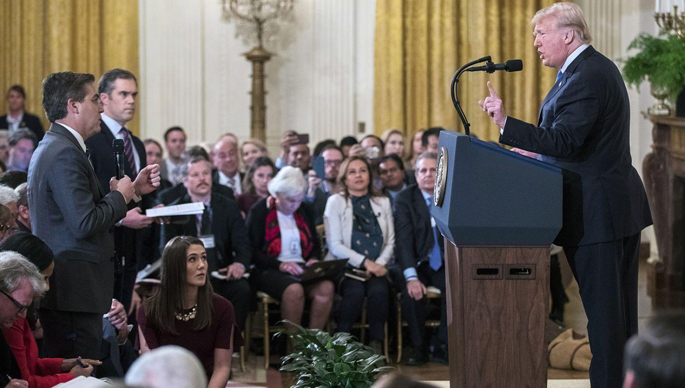 Pytania Jima Acosty zirytowały prezydenta Trumpa (fot. PAP/ EPA/ERIK S. LESSER)