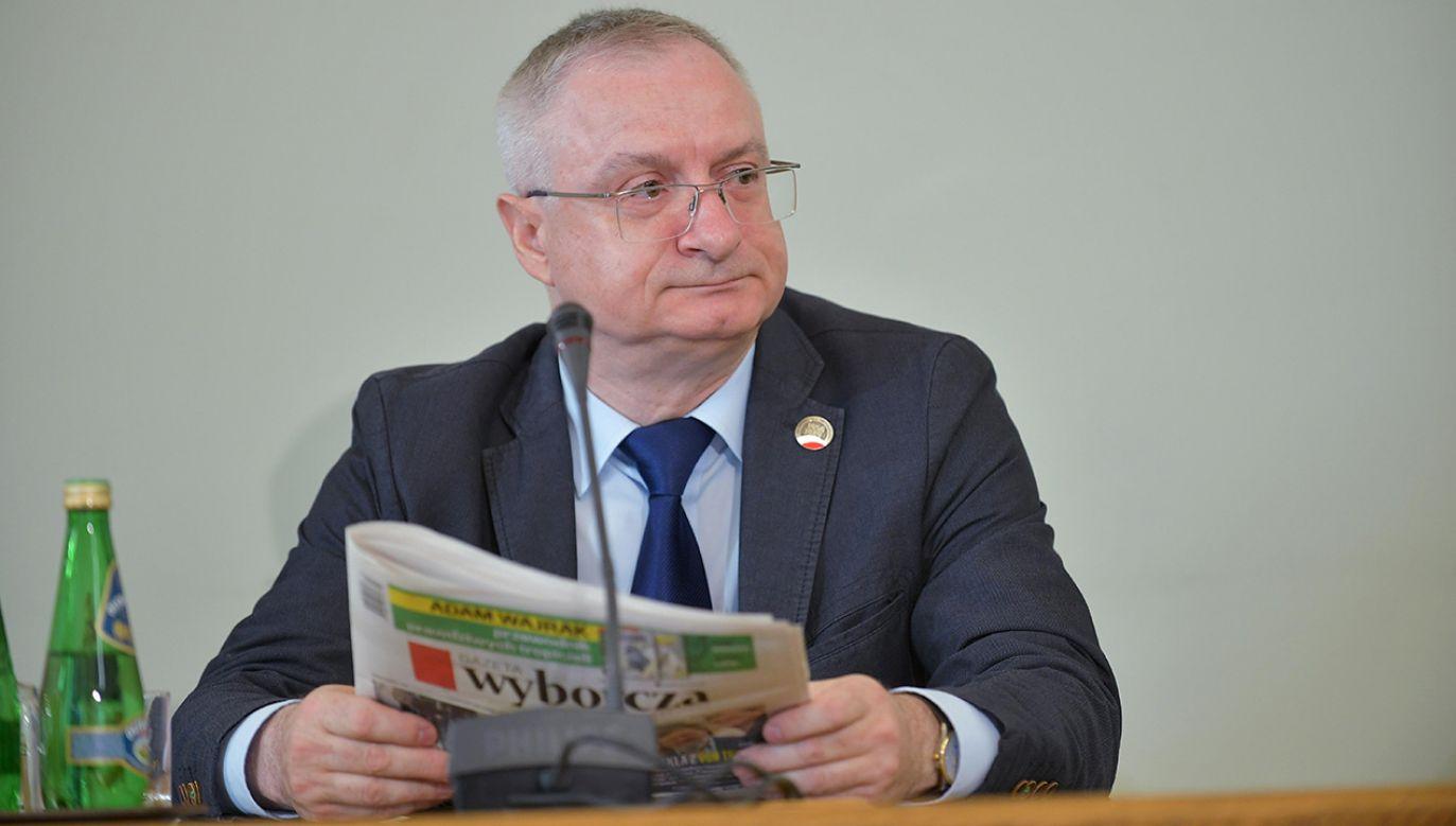 Były szef ABW  Krzysztof Bondaryk podczas przesłuchania przez komisję śledczą ds. Amber Gold (fot. arch. PAP/Marcin Obara)