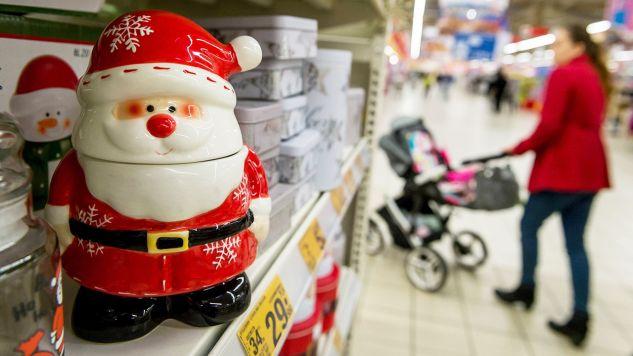 Powód skrócenia godzin pracy jest po to, aby pracownicy mieli możliwość przygotowania się do świąt (fot. arch.PAP/Tytus Żmijewski, zdjęcie ilustracyjne)