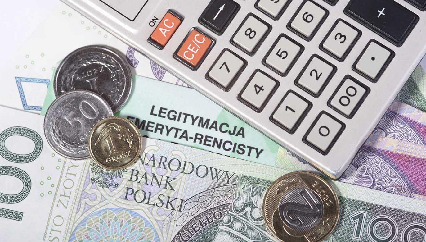 Maksymalna kwota zasiłku stałego wzrośnie do 645 złotych (fot. Shutterstock/Piotr Latacha)