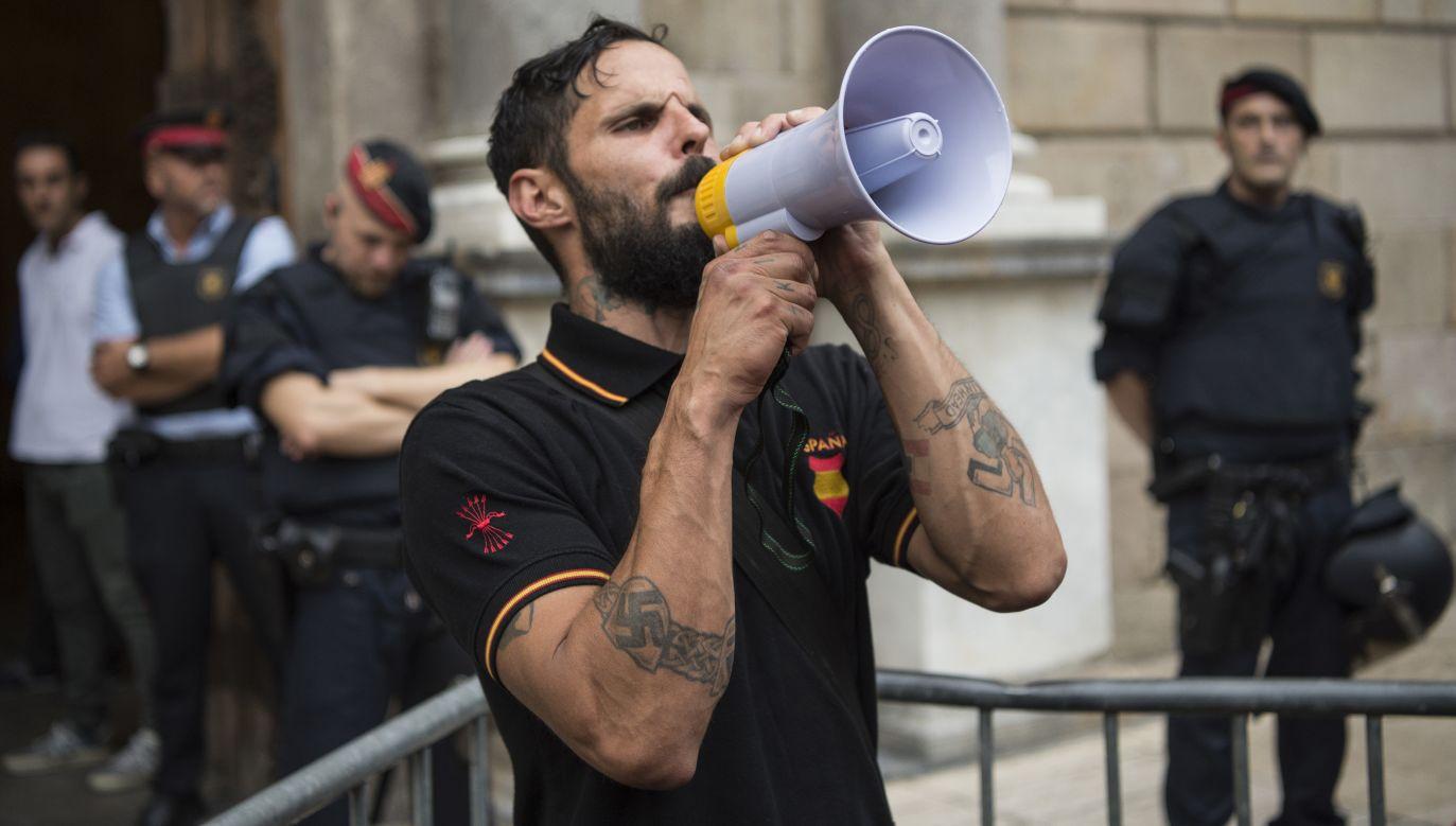 """Wpadli """"twórcy hiszpańskiej wersji jednej z najbardziej wpływowych neonazistowskich stron internetowych na świecie"""" – podała policja (fot. Patricio Realpe/Getty Images)"""