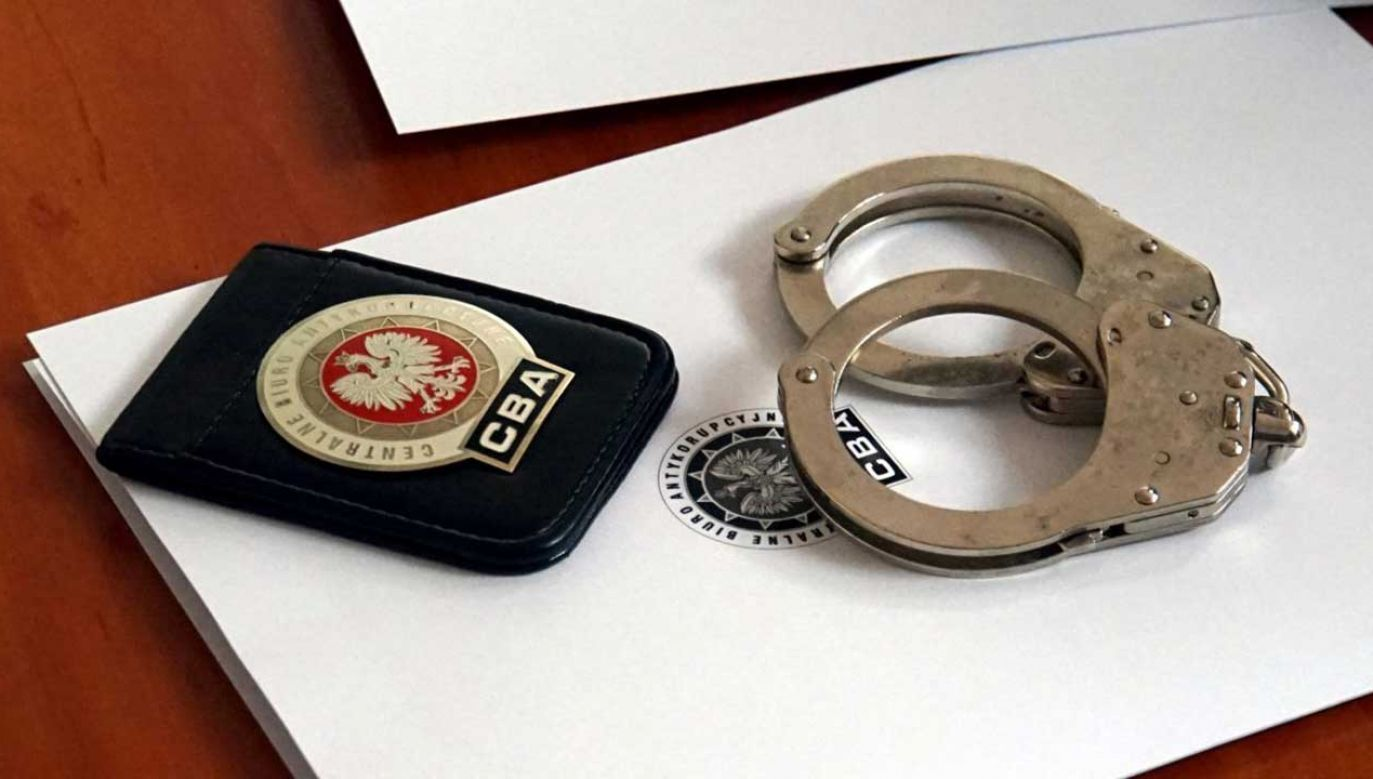 CBA zatrzymało dwie osoby, które usiłowały wyłudzić 30 tys. zł.  (fot. cba.gov.pl)